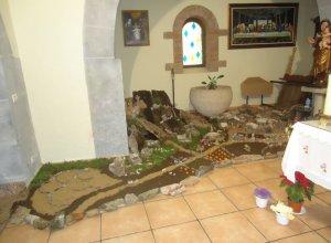 La parroquia de San Julián de Monsagro, no renuncia a pesar de la pandemia, a su tradicional belén artesanal.